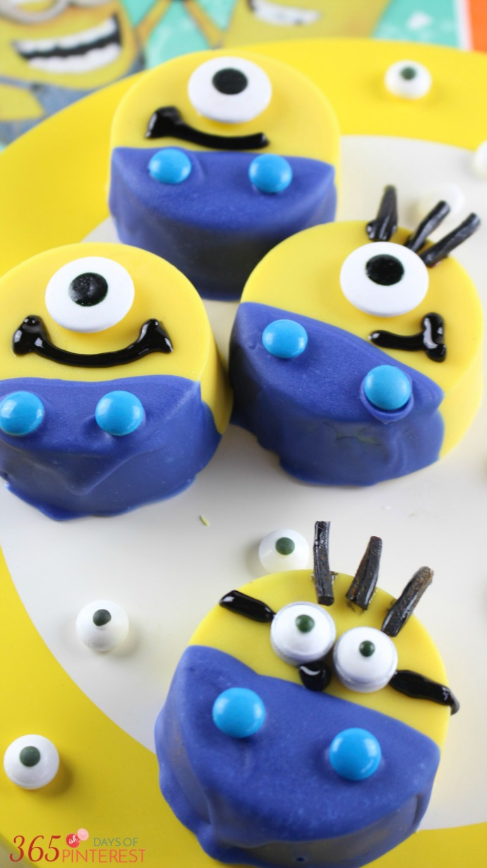 dipped-oreo-minions-plate